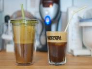 Kaffee Frappe kalte Nescafe mit Milch und Zucker